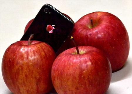 13.12.22リンゴとアイフォン2.jpg